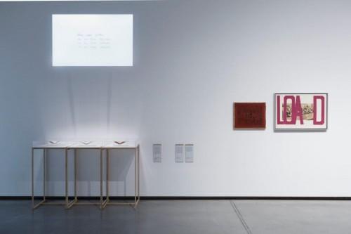 "Boriss Lurje (Boris Lurie) ""Smagie raksti_ LOAD"", 1972 un ""Anti-Pop Stencil"", 1961."
