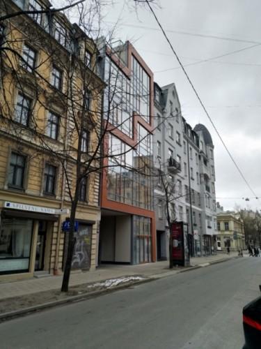 Daudzdzīvokļu ēka ar komerctelpām pirmajā stāvā, Stabu iela 38, Rīga
