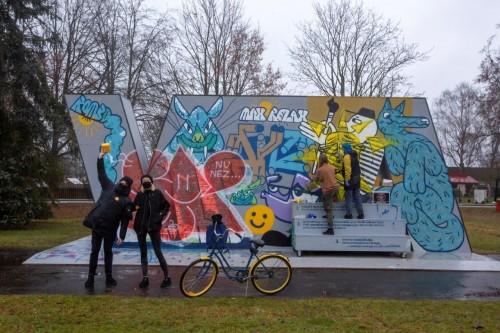 Grafiti siena, autori VA (Various Artists) jeb Zahars ZE, Nameda Zemīte un Alvis Berngards